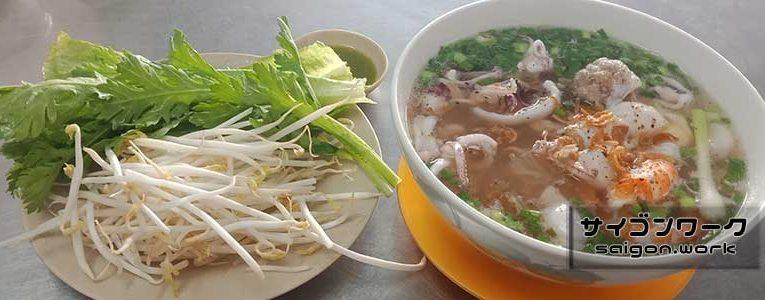 充実したランチ「Hu Tieu Muc Nghi Long」
